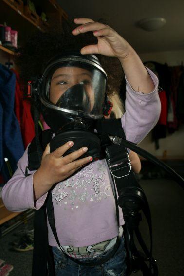 Atemschutzmaske anprobieren