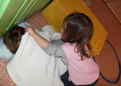 die Puppe geht schlafen