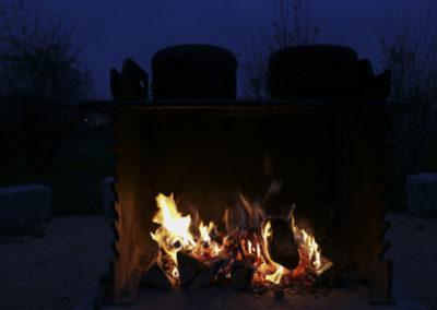 Glühwein auf dem wärmenden Feuer